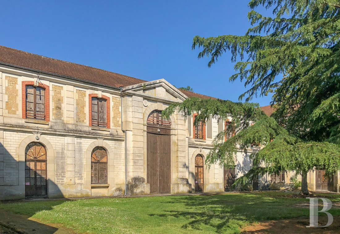Castles / chateaux for sale - poitou-charentes - An old, 19th century, military horse supply centre  where the Charente and Dordogne department boundaries meet