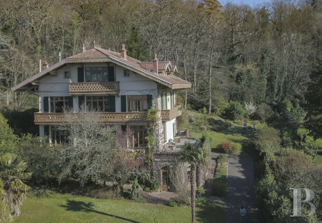 Character houses for sale - paris - A spectacular, 400 m² property and its 2,500 m², wooded garden  on the heights of Saint-Prix village on the edge of Montmorency Forest