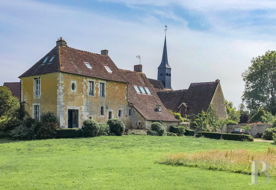 Character houses for sale - lower-normandy - A presbytery out of sight of onlookers, adjoining a Romanesque church,  and its 8,400 m² garden on a riverbank in the Perch region