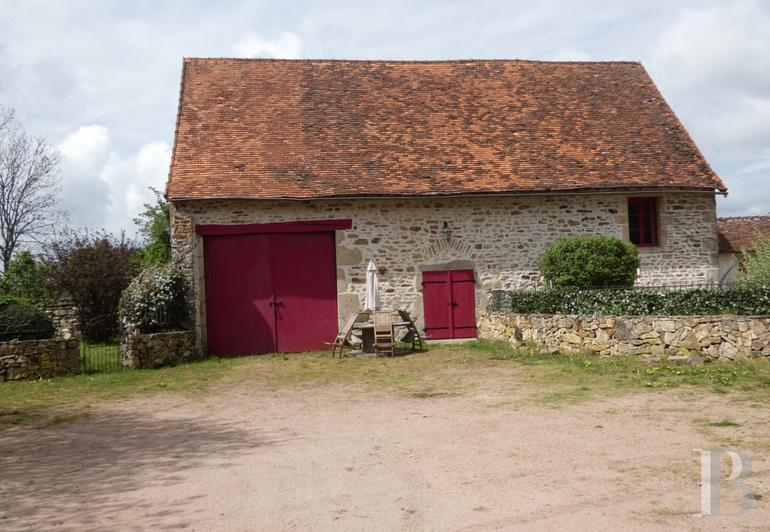 character properties France burgundy   - 10