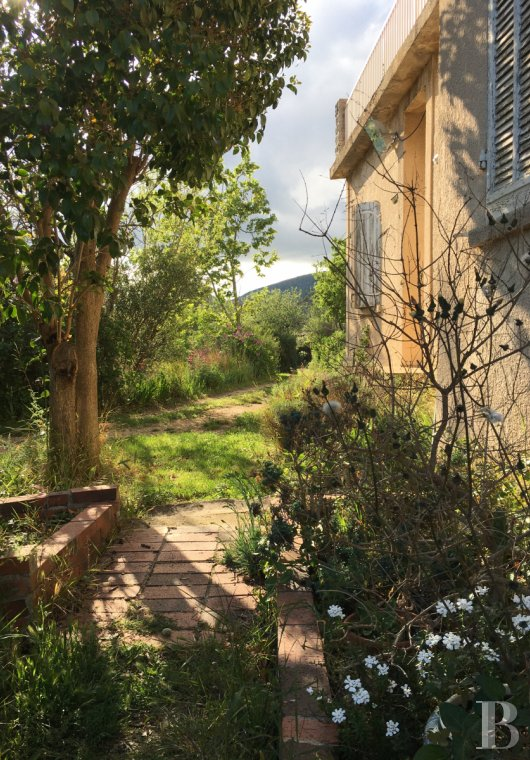 character properties France provence cote dazur   - 10