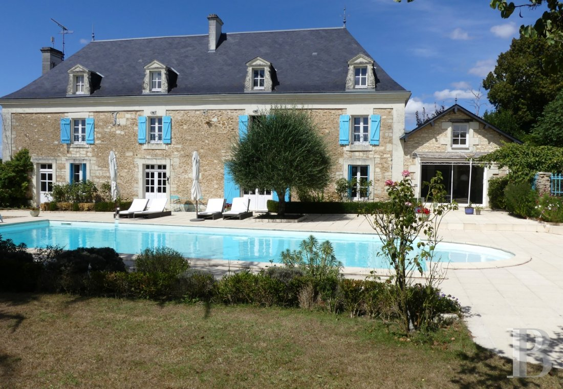 character properties France poitou charentes residences farms - 1