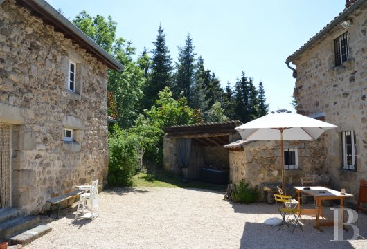 character properties France rhones alps   - 11