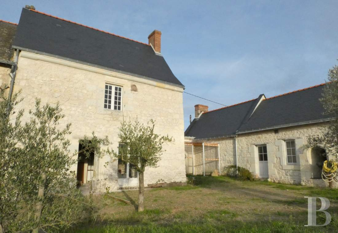 character properties France pays de loire character houses - 12