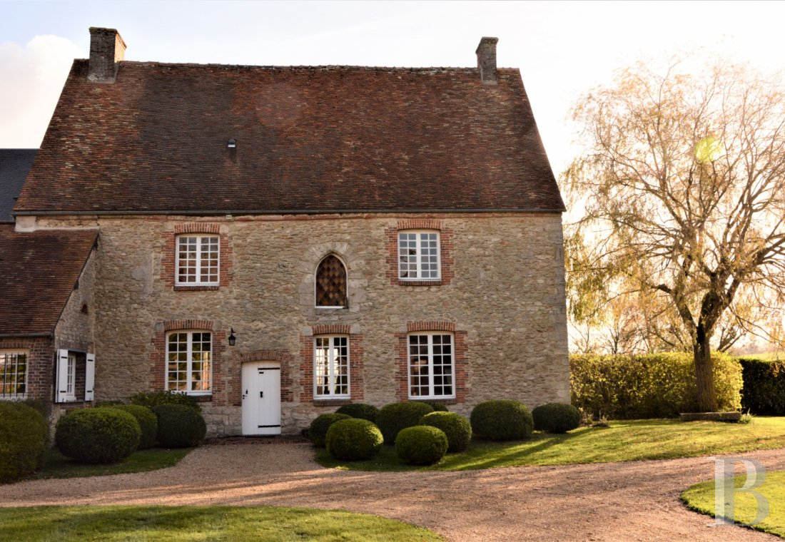 Religious edifices for sale - upper-normandy - An elegant, 16th century presbytery and its large farm, bordered by a stream  on some 5 ha of land with an unobstructed view, 120 km from Paris