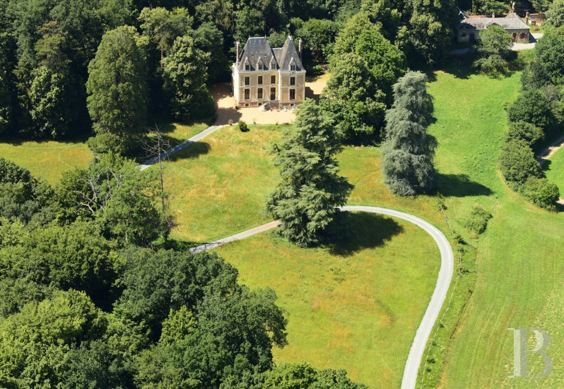 chateaux for sale France pays de loire residences hunting - 1