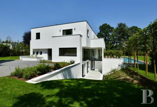 contemporary villa - 4