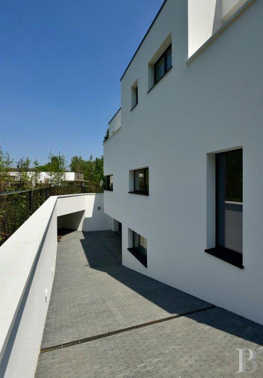contemporary villa - 3