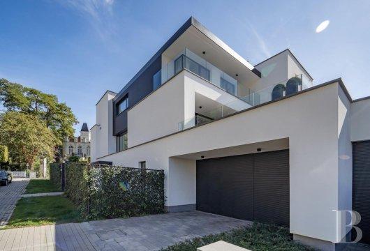contemporary villa - 2